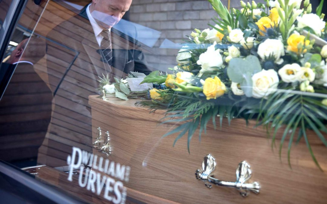 Distant or Distanced – how we can help mourners